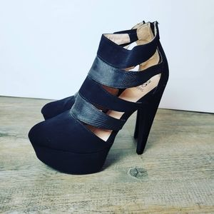 SCENE | Black Platform Heels Size 9 Ladies